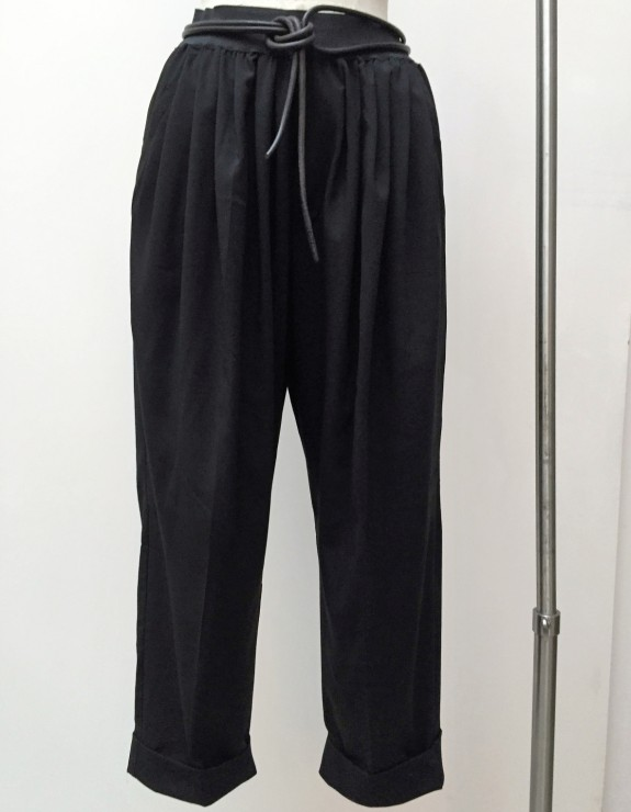 TROUSERS WITH LARGE FOLDS